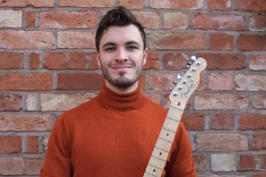 Oliver D. - Guitar tutor in
